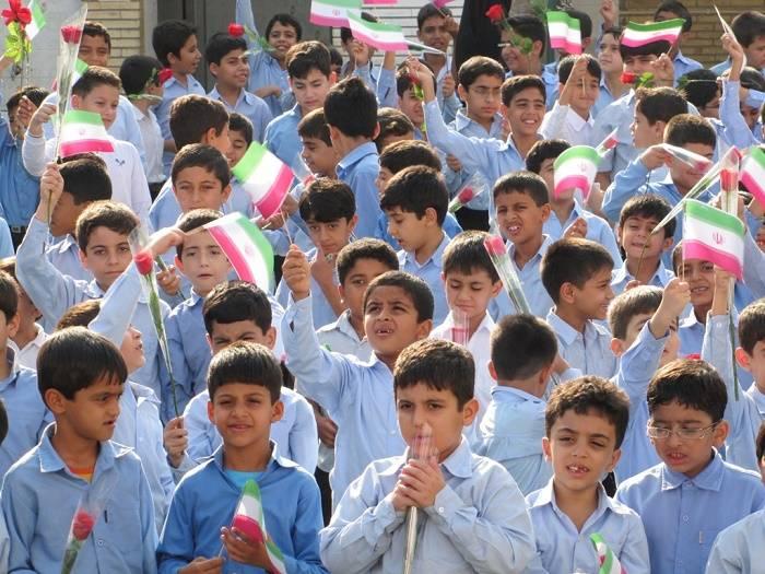 بازگشایی مدارس در مهر فقط در حد پیشنهاد است/ واکسن کرونا برای دانشآموزان نداریم
