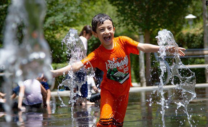 آبتنی کودکان در گرمای ۴۰ درجه تابستان – اصفهان