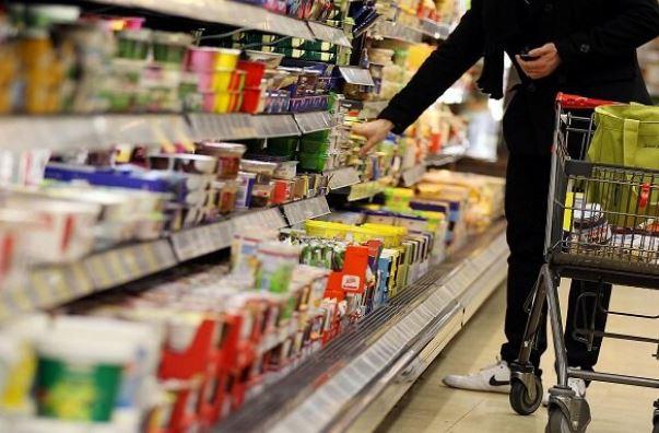 الگوی خرید مواد غذایی تغییر کرده است/ فروش اجباری برنج هندی در کنار روغن/ تقاضای مواد غذایی ۳۵ درصد کاهش یافت