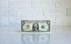 تداوم روند نزولی دلار و یورو در صرافیهای مجاز