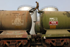 هند در تلاش برای کاهش قیمت نفت به چین میپیوندد