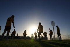 چوب حراج به ستارهها/ بحران مالی، لیگ برتر فوتبال را خالی میکند؟